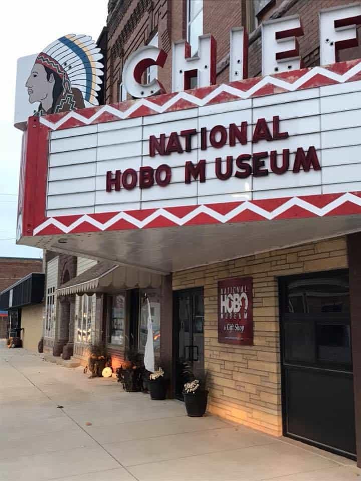 El Museo Hobo, Britt