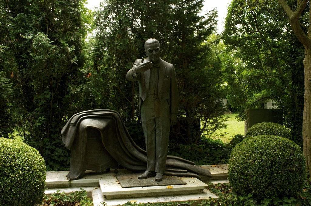 La tumba de Harry L. Collins, Louisville