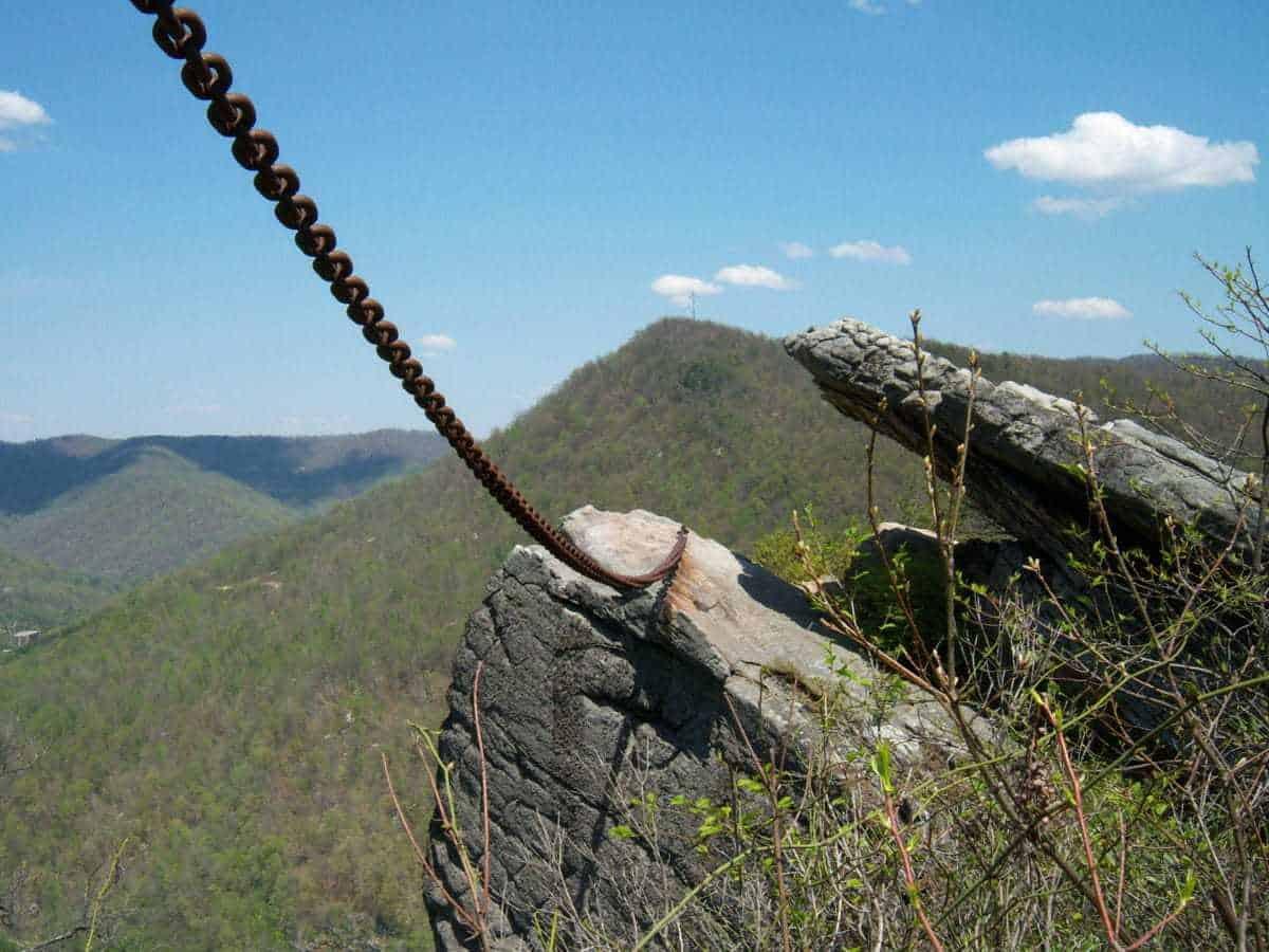 Roca encadenada, Pineville
