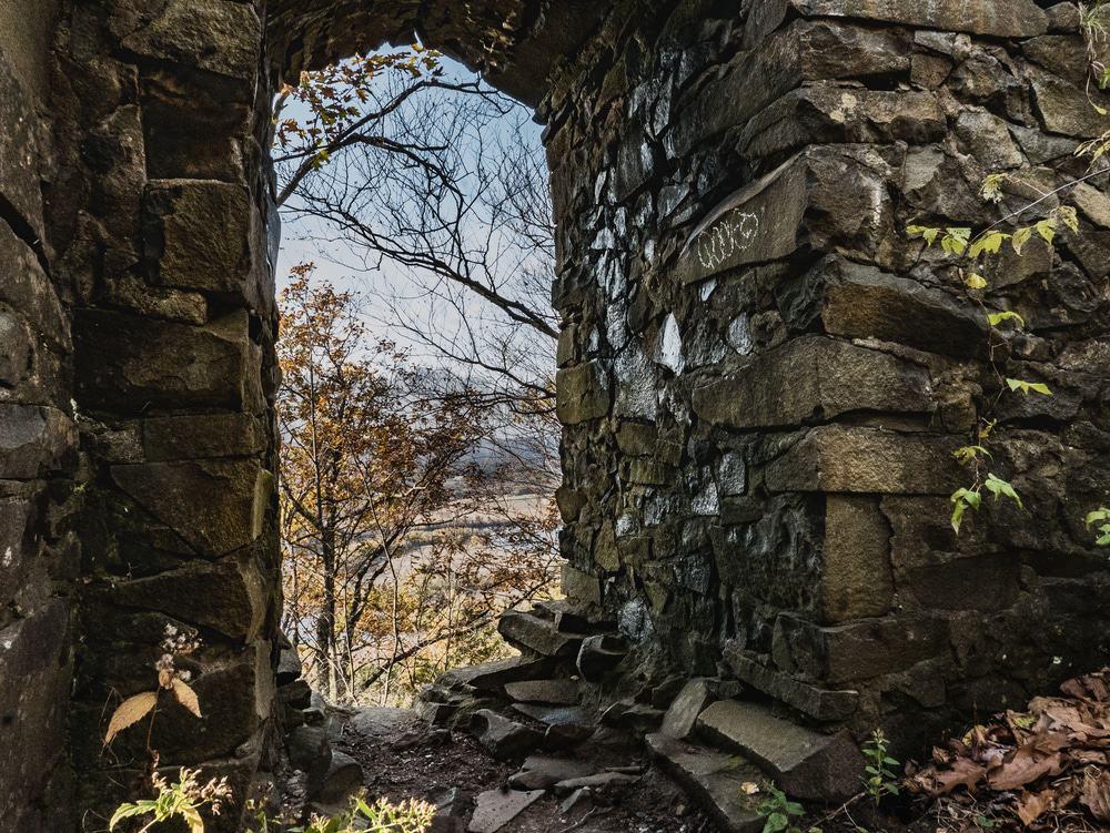 Ruinas de la casa Eyrie, Holyoke